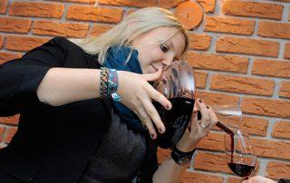 Rotwein wird eingeschenkt bei der nachLESE Tadten