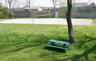 Sandplatz auf dem Spielplatz Tadten