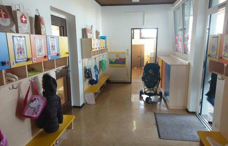 Neue Garderoben im Kindrgarten Tadten